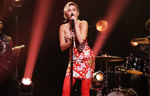 Miley-Cyrus-Jimmy-Fallon-Sept-2016-billboard-1548