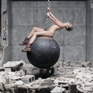 miley_cyrus_-_wrecking_ball_287
